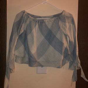 new without tags size SM crop off shoulder shirt